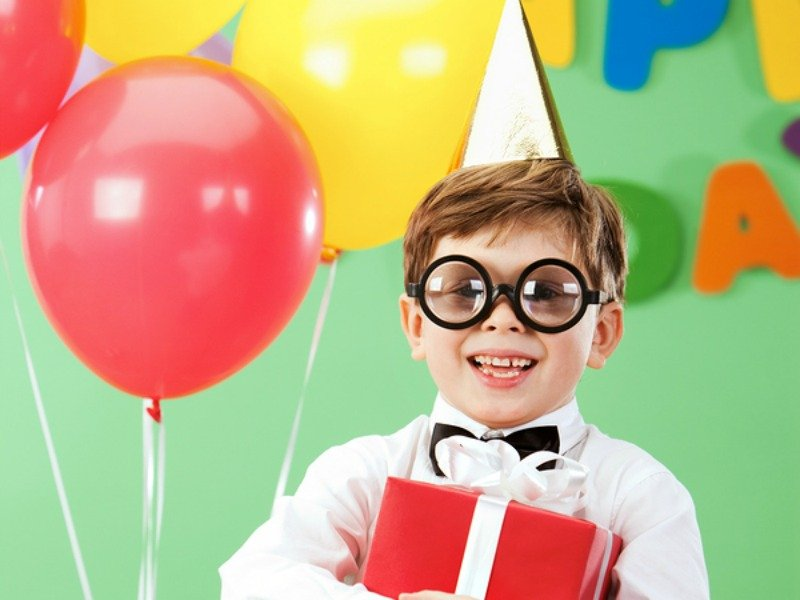 Looking for birthday party games for kids? We've got you covered. Whether you're hosting an indoor or outdoor party, drowning in tacky decorations (Mickey Mouse, Princess, etc.), or have far too many boys and/or girls in your home than you can handle, this collection of easy and fun DIY birthday party games for toddlers and preschool-aged kids will keep your guests entertained and happy!