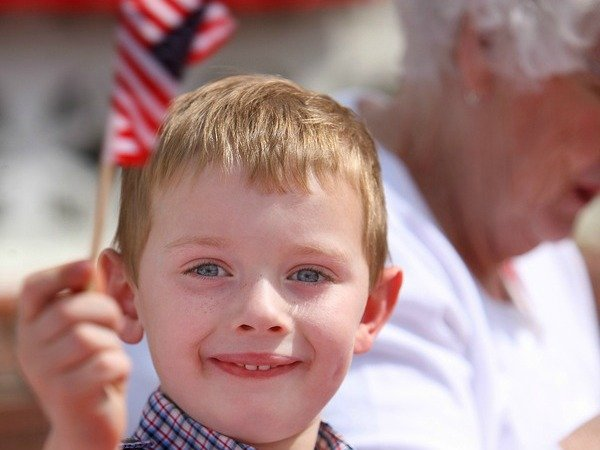If you're looking for 4th of july activities for kids, you've come to the right place! From making fireworks (great science experiments for kids!) to popsicle stick flags to an adorable patriotic sensory bin, we've got all sorts of learning ideas to help you and your little ones have fun while celebrating America!