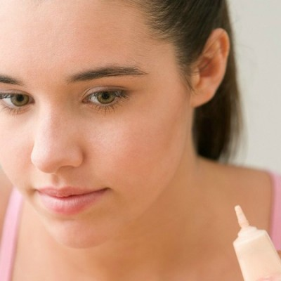 5 tutorials to teach your teen how to hide blemishes & acne