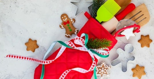 If trying to find the perfect gift for your child's teachers makes you break out in a cold sweat, this collection of 15 DIY teacher Christmas gifts is just what you need to get through the season!