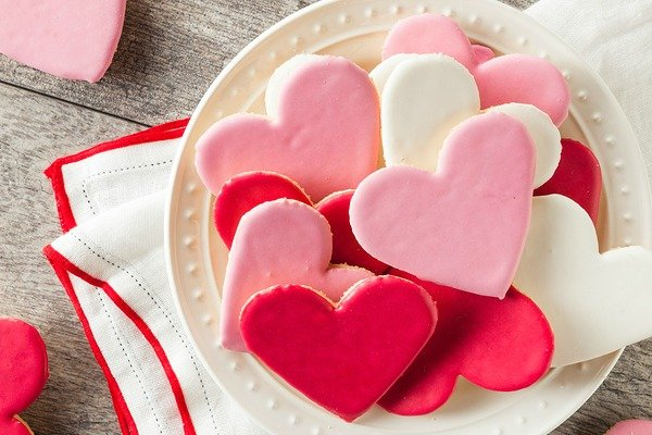 Looking for easy Valentine's Day treats for kids that are perfect for school bake sales and class parties? Need healthy recipes to help you indulge without the bulge? Want cute DIY desserts for him to surprise your special someone once the kids are in bed? We've tested out dozens of ideas, and think this collection of 8 Valentine's Day treats is the bomb. Number 5 is to die for…