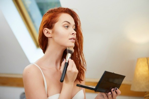 Do you want that healthy summer glow all year long? Here are some tips from the pros on how to use bronzer to achieve that sexy summer glow any time of year!