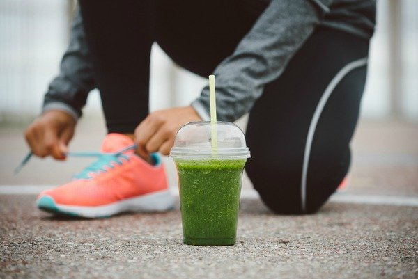 Whether you workout in the morning or late at night, run on treadmill, enjoy a cardio class, or lift weights, fuelling your body with the right pre-workout foods is essential for energy, endurance, muscle recovery, and to help you burn fat. Learning what to eat before a workout can be difficult, and if you don't have time to eat and digest a meal before you hit the gym, we're sharing 5 of our favorite healthy snacks. These foods are easy to digest, so they are perfect for runners as well!