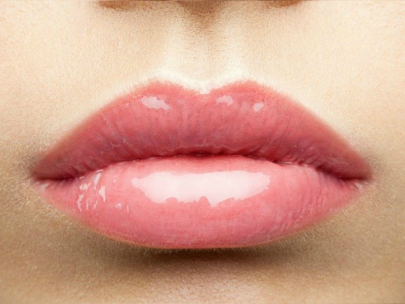 Want to know how to get bigger lips naturally without subjecting yourself to painful lip injections and permanent plastic surgery? The tips in these DIY tutorials will teach you how to get Kylie Jenner lips using makeup and household products you probably already have on hand. Sexy lips have never been easier!