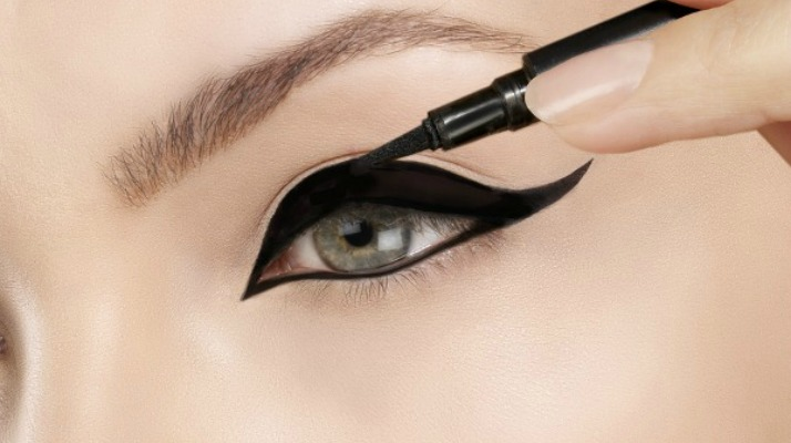 However you want to rock cat eye makeup - whether you prefer a soft, subtle, and natural look that's suitable and easy enough for everyday wear, or tend to opt for something a little more smokey and dramatic - these tips will teach you how to get the perfect cat eye in 5 easy steps!