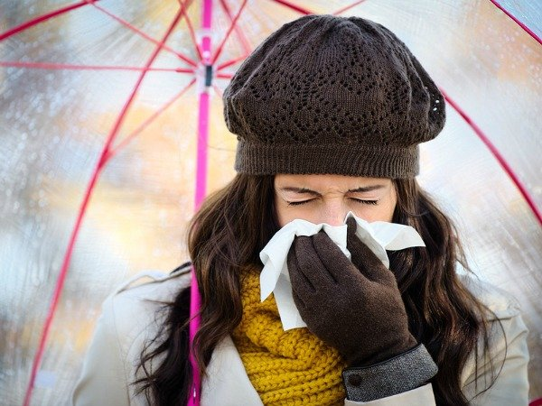 Getting a good night's rest, keeping active and eating well are all things that will reduce your chances of stress and sickness, but there are other effective tips that will help you beat cold and flu season in the healthiest way. Check out 5 of our favorite cold and flu remedies to stay healthy this season!