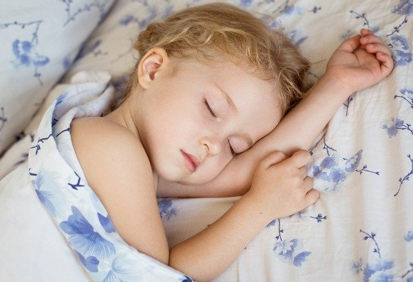 Having a daily schedule for your baby or toddler is all well and good, but how do you get your child's naps to actually match said schedule? Check out our month-by-month guide with fabulous tips to teach you how to get your child to nap on a schedule!