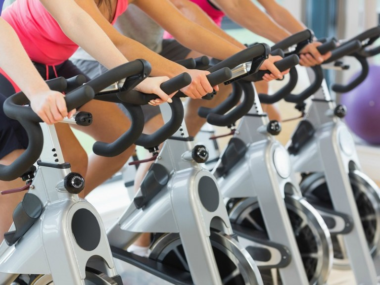 If you're trying to lose weight and want to know how to burn calories FAST, spin classes are a great place to start. Spin workouts push you to your max without making you feel too fatigued, they tone your legs like nobody's business, and a 45-minute class can burn up to 600! Check out all of the health benefits of indoor cycling and sign up for your first spinning class today!