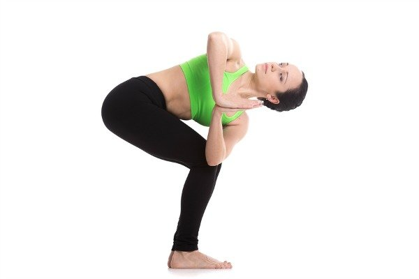4 yoga poses to detox your mind body and soul for Chaise yoga