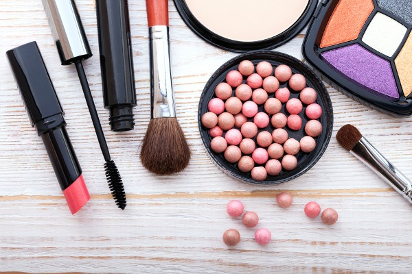 Drugstore makeup is my saving grace. There are so many affordable makeup products that do just as good a job as their high-priced counterparts, and I love finding a bargain. From the best foundation, concealer, and contouring products to eyeshadow, eyeliner, and mascara must-haves, we've rounded up 15 of our favorite drug-store picks. These products make a great starter kit for beginners, and we've included a link to our top 10 best oily foundations for oily skin. What's in YOUR makeup bag?!