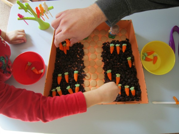 If you're on the hunt for sensory activities for kids that help build fine motor skills, this Carrot Sensory Bin is a must-try! It makes a great Easter activity, and doubles as a great year-round indoor activity for bad weather days. It also makes a fabulous after school snack!