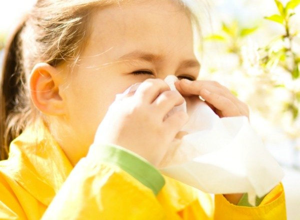 If you're looking for allergy relief for kids, you've come to the right place. Before you start diving into different allergy remedies - home remedies, essential oils, and/or OTC medications - check out 7 of our natural tips to help you prevent and treat the runny nose, sore throat, congestion, and itchy, watery eyes that accompany seasonal allergies. Because summer is supposed to be fun. Right?!