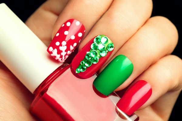 Love holiday nail art? We've got you covered! Whether you need nail art ideas for Christmas and New Years, or want something a little more general that's cute and fun to spice up your nails during the fall and winter months, these easy nail tutorials are the perfect place to start!