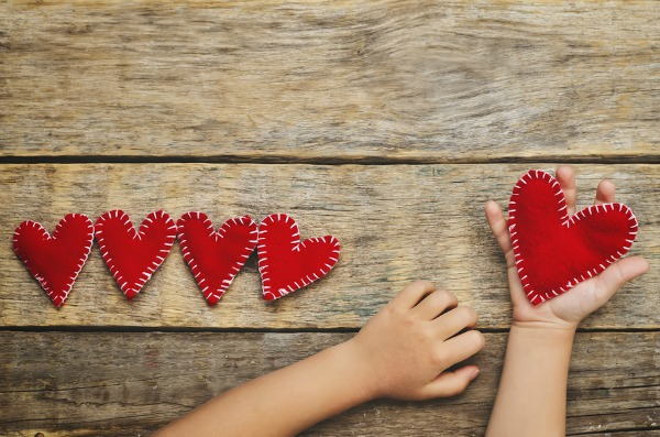 Looking for the perfect DIY Valentine's Day teacher gifts you can make with your kids that don't involve printables, Swedish fish, and lip balm? We've rounded up 9 unique, cute, and fun ideas for kids to make for their favorite teachers. Whether your little ones are in preschool, kindergarten, or elementary school, these budget-friendly gifts make the perfect after school Valentine's Day crafts for cold February days!