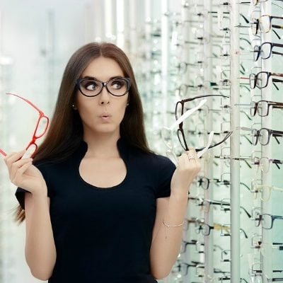 How to choose the right glasses for your face shape: 4 tips that work