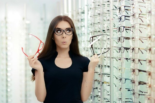 How To Choose The Right Glasses For Your Face Shape 4
