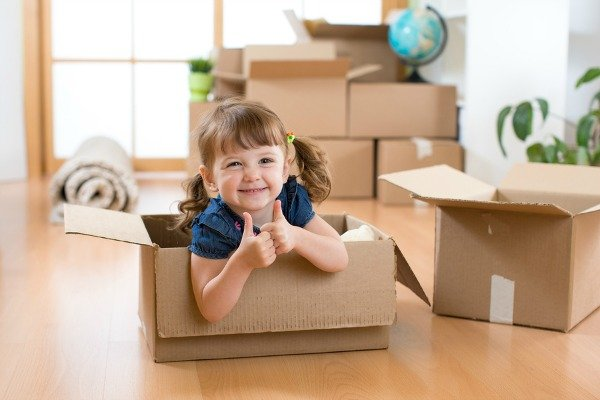 11 Tips to Make Moving with Children Easier | Moving house with kids is not for the faint of heart, but we're sharing our best tips and ideas for a smooth transition to help make the experience as fun and stress-free as possible. Whether you're moving across the country or taking on an international move, or just moving down the street, these moving tips for families are for you!