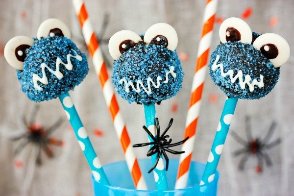 10 Easy-to-Make Birthday Cake Alternatives for Kids | Looking for simple birthday party desserts that aren't cake? Whether you're looking for healthy options, or just want fun ideas to wow your guests, these ideas will make you mom of the year! From cake pops and ice cream cone cupcakes, to dirt cake and an amazing no bake birthday cake, these ideas will be a hit with little boys and girls alike!