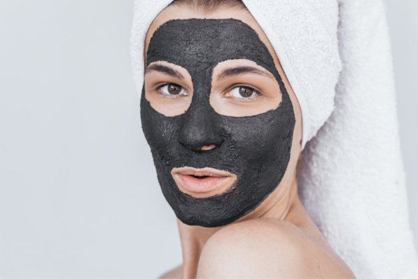 15 Best Blackhead Removal Mask Products and Treatments | If you want to know how to get rid of blackheads once and for all, we're sharing our favorite DIY homemade blackhead mask recipes using natural products like egg whites, baking soda, honey, and activated charcoal, as well as our favorite skin care tips and drugstore products for clear skin that lasts! #blackheads #blackheadremoval #porestrips #skincare #skincaretips #DIYbeauty #homeremedies