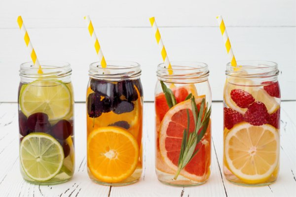 Detox Water Recipes to Lose Weight | While it's not realistic to think a detox cleanse can help you lose 10 pounds in a week (LOL), these water detox recipes will help you get the flat tummy you desire! From mint- and cucumber-infused lemon water to aid in digestion, to an apple cider vinegar fat burning detox drink, to Dr. Oz's grapefruit-infused fat flush water for bloating, these infused water recipes are easy and delicious! #detoxwater #detoxdrinks #detoxwaterrecipes #detoxwaterchallenge