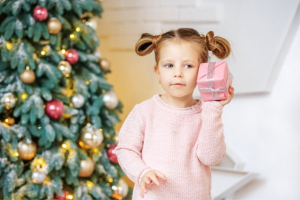 Best Christmas Gifts for Kids | Whether you're shopping on a budget and need inexpensive gift ideas, or want creative and unique ideas for kids who have everything, this list has it all! With 33 of the best Christmas toys for boys and girls, this list has the most popular kids toys of the season for super cool Christmas gifts kids want to see under the tree! #christmastoys #toyguide #besttoys2018 #giftguideforkids #giftguideforgirls #giftguideforboys #besttoysforboys #besttoysforgirls