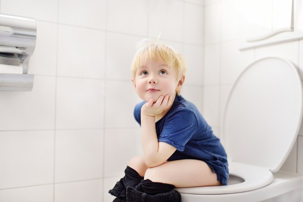 How to Teach a Child to Wipe Their Bottom | Many books about potty training promise you can toilet train boys and girls in 3 days but teaching your kid to wipe their butt can take much longer. Young children often don't have the fine motor skills needed to perform the task. We're sharing all of our tips – when to start teaching kids to wipe their own poop, tips for getting started, and some funny ideas to keep it interesting! #pottytraining #pottytrainingtips #pottytrainingtips #parentingtips