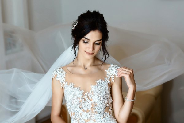 How to Choose a Wedding Dress for Your Body Type | Shopping for a wedding dress isn't always glam and glitter. Figuring out the best wedding dress style for your body shape can be overwhelming and defeating. Should you choose an A line dress? Long sleeves or short sleeves? Fit and flare, or a sheath gown? Ruffles and a lace bodice, or something simple? Click over for 32 of our best tips to help you choose the best wedding dress for YOUR body shape! #weddingdresstips #weddingdressshopping