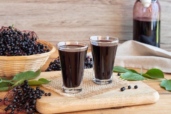 15 Immune Boosting Elderberry Recipes | If you're looking for healthy natural remedies to boost your immune system, elderberry is about to become your new BFF. Click to learn the health benefits of elderberry, how to cook with elderberry, and our favorite elderberry recipes! From elderberry syrup, teas, and jam, to homemade gummies, cough drops, and lollipops, these cold, flu, and allergy fighting ideas will help you and your kids feel better sooner! #elderberry #elderberryrecipes #immunity