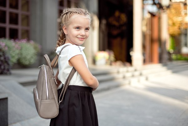 18 Back to School Hairstyles for Girls | Looking for a simple hairstyle for your little one's first day of school photos? Need easy updos for kids you can do on the daily? We've got you covered! Perfect for straight, curly, or wavy hair, these cute hairstyles and hair tutorials are for short hair, medium hair, and long hair. From ponytails, to braided hairstyles, to messy buns, your little one will love these fun styles! #backtoschoolhairstyles #backtoschoolhair #schoolhairstyles #schoolhair