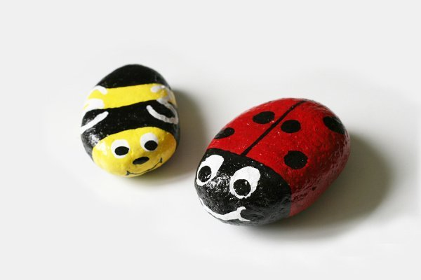 24 Rock Crafts for Kids | Attention parents! If you're looking for easy DIY crafts you can enjoy at home with your children, these rock art projects will not disappoint. Whether you have toddlers, or kids in preschool, kindergarten, or elementary school, these creative and fun activities are so cute and make fabulous keepsakes. We've included great learning activities too! #rockcrafts #rockpainting #rockcraftsforkids