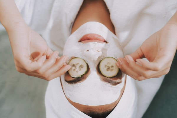 6 Natural Remedies for Wrinkles | If you're looking for anti-aging tips and tricks to help you prevent and get rid of wrinkles, we're sharing 6 ways to banish wrinkles naturally. Whether you have fine lines on your forehead, under your eyes, around your mouth, on your lips, on your face, and/or on your neck, these DIY beauty hacks and face masks will reduce the appearance of wrinkles and fine lines fast. #getridofwrinkles #antiaging #skincare