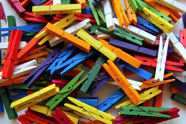 28 Simple and Fun Clothespin Crafts for Kids   If you want to know how to make crafts out of clothespins, this post has tons of great ideas for kids in preschool, kindergarten, and elementary school. These art projects can be enjoyed at home, in the classroom, and even in Sunday school, and are sure to keep your little ones entertained for hours. #clothespin #clothespincraft #clothespins #closepincrafts