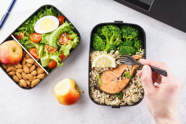 30 Packable Lunches Under 300 Calories | If you're looking for easy and healthy lunch options that are low cal and packed with protein, look no further! If meal prep is your thing, these make ahead packable lunches for adults are perfect for work, for school, and when you're on the go. We've included all kinds of options: vegetarian, gluten-free, nut-free, no heat - you name it! Brown bagging it has never been as tasty or filling! #packablelunches #recipesunder300calories #healthylunchrecipes