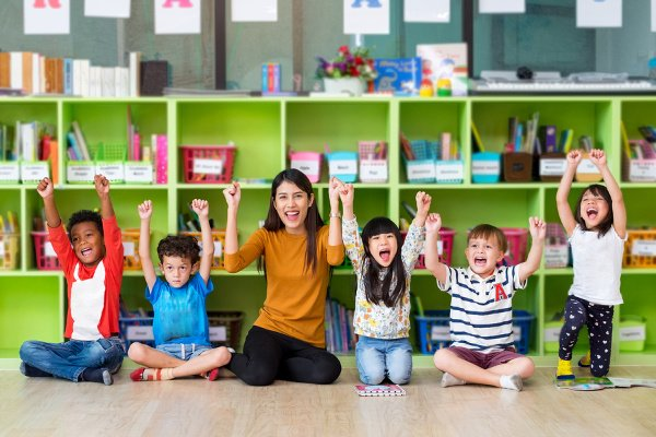How to Use Positive Reinforcement in the Classroom | Whether your students are in preschool, kindergarten, upper elementary, or middle school, one thing is for certain: you need a classroom management system that works. We're sharing 6 positive reinforcement strategies for teachers, along with 9 classroom reward system ideas to inspire you! #positivereinforcement #classroomstrategies #classroommanagement