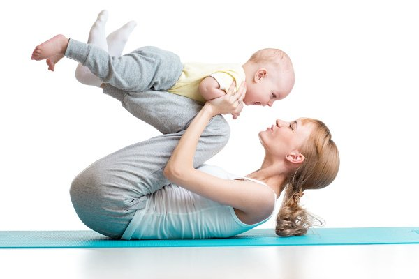 5 Postpartum Pelvic Floor Exercises for New Moms | If you're looking for exercises you can do post-baby to help strengthen your pelvic floor muscles, treat incontinence, and close a diastasis recti, we're sharing 5 workout videos you can do at home. There are tons of benefits of doing pelvic floor exercises after natural childbirth, a c-section, and a hysterectomy, and these are helpful for prolapse as well. From kegels, to postpartum yoga, to exercises with weights, give these a try!