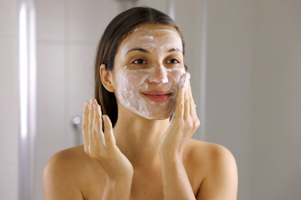 How to Get Rid of Clogged Pores | If you have blackheads or whiteheads on your nose, chin, forehead, and/or cheeks, and you're looking for the best remedies and products to get rid of them FAST without popping and squeezing them, this post is for you! Learn what causes clogged pores and how to prevent them, along with safe extracting tips and DIY treatment options for beautiful, clear skin!