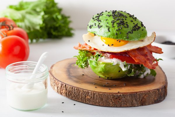 40 Healthy Avocado Recipes for Every Meal | If you're looking for new and exciting ways to incorporate avocado into your breakfast, lunch, dinner, and dessert, we're sharing 40 of the best ideas to inspire you! From a fruit and veggies smoothie, to guacamole and mango salsa, to a simple pasta with avocado and lime, to avocado keto brownies, these ideas are equal parts easy, filling, and delicious. And they're great for weight loss, too!
