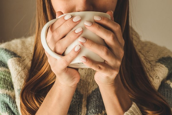 6 Post Nasal Drip Remedies That Work | If you want to know how to get rid of post nasal drip, we're sharing the best remedy ideas for relief that lasts! This post explains the causes and symptoms of post nasal drip, including a sore throat, cough (especially at night), nausea, and bad breath. Whether you're symptoms are due to a cold, flu, or allergies, or you have chronic post nasal drip, these natural remedies will teach you how to stop the causes, so you can sleep (and feel) better!