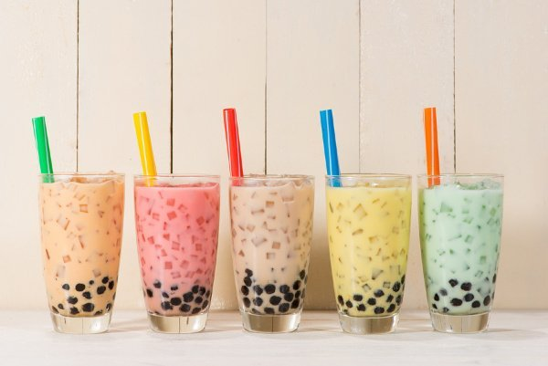 35 Bubble Tea Recipes We Love | If you want to know how to make bubble tea, and you're looking for easy homemade DIY bubble tea recipes to experiment with, this post is for you! Whether you like traditional bubble tea with milk, prefer fruit flavourings like mango, strawberry, honeydew, cantaloupe, passion fruit, or peach, or want to do something a little different like brown sugar coconut boba, matcha bubble tea, avocado bubble tea, or green tea bubble tea, we've got tons of tips and ideas!