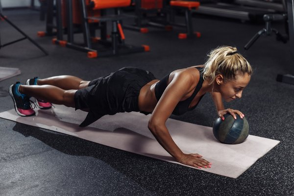 5 Best At Home CrossFit Workouts for Beginners | Whether you're looking for no equipment workouts, or workouts with dumbbells, kettlebells, barbells, and a medicine ball, these fat-burning, full body WOD workouts have it all. We've included an EMOM, HIIT, and AMRAP workout, with options to help you squeeze in a quick upper body workout with abs when you're short on time. Perfect for men and for women, these CrossFit workouts at home will help you lose weight and build muscle!