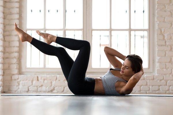 10 Oblique Workouts for Women | Say goodbye to your love handles with this collection of oblique workouts you can do at home or at the gym! We've included a range of workouts for every fitness level, and you don't need weights as we've also included no equipment body weight workouts that pack a punch! Hate doing abdominal exercises like crunches? You're in luck! Some of these moves are done standing, and they will give you a flat belly and ab definition your friends will be jealous of.
