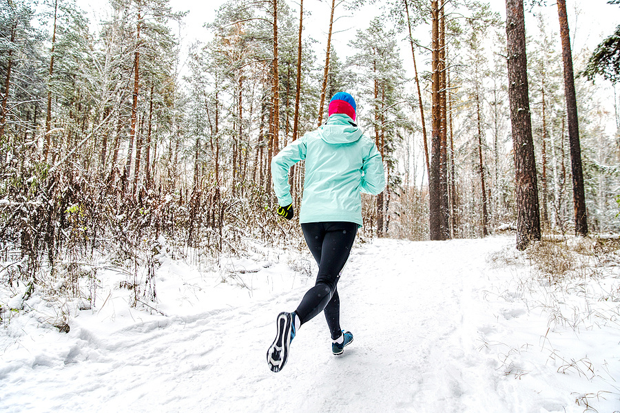 11 Cold Weather Running Tips and Hacks for Beginners | If you're new to winter running and want to know what to wear, how to choose the right gear, which running accessories you need, and tips to stay warm and dry so you don't get a chill, this post is for you! Dressing for the cold weather is key, and we'll teach you everything you need to know, from layering your outfit, to choosing the right socks and shoes, to staying dry and altering your route and training schedule, and more!