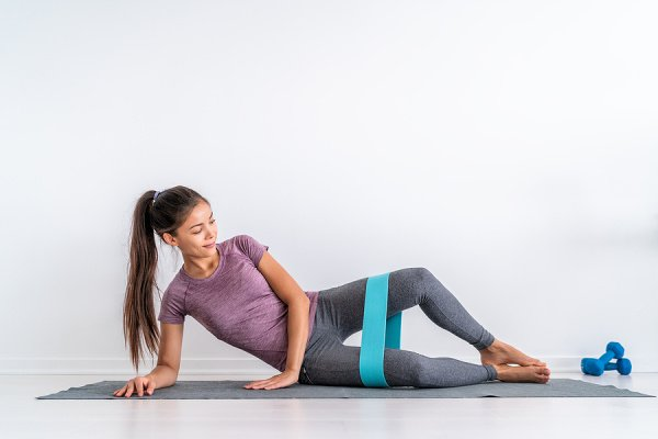 How to Treat IT Band Syndrome | If you want to know how to heal IT band syndrome, this post is a great resource! We're sharing everything you need to know - what is IT syndrome? what are the signs, symptoms, and causes? how can it be prevented? - as well as the best stretches and exercises to alleviate knee pain and hip pain while also loosening tight hips and hip flexors. While you obviously want to consult a professional for proper a physical therapy plan, this is a great starting point!