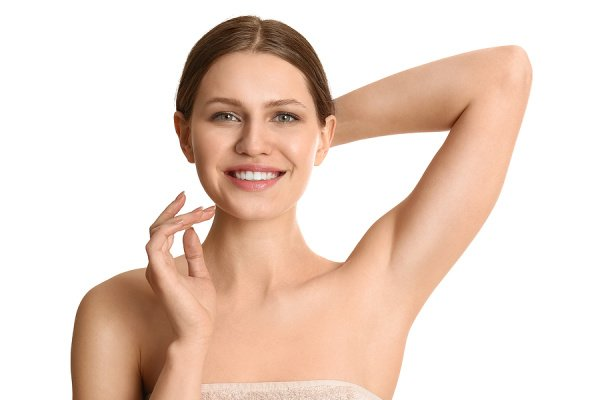 10 Armpit Lightening Tips and Products | If you want to know how to get rid of dark armpits, this post is for you! We're sharing everything you need to know - what causes underarm skin discoloration and how to prevent it from happening - along with our favorite underarm lightening drugstore scrubs and products. We've also included DIY natural remedies you can make using ingredients you probably already have at home, like lemon, baking soda, aloe vera, turmeric, cucumber, yogurt, and honey.