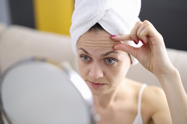 How to Get Rid of Forehead Wrinkles | If you're looking for remedies and products to reduce forehead wrinkles, this post has lots of great lifestyle tips and products to try! While you probably won't be able to remove your wrinkles, you can certainly smooth them out and hide them with these beauty tips. And if you want to know how to prevent forehead wrinkles, we've provided easy ideas you can start today so you can protect your skin, look younger, and get the glowing complexion of your dreams!