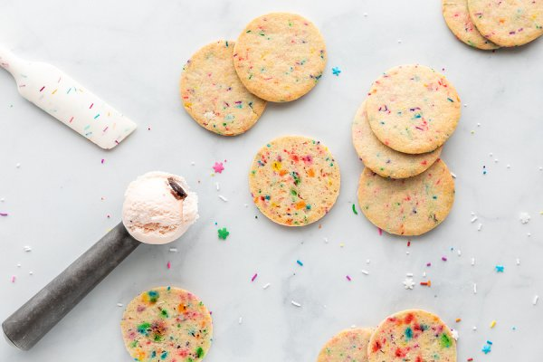 55 Funfetti Recipes For Every Occasion | Whether you like cake mix desserts or prefer making your own, these easy funfetti recipes will not disappoint! From traditional funfetti birthday cake, to cake pops and cupcakes, to cookies and blondies, to Oreo cheesecake bars (omg...) and more, these recipes do not disappoint! We've also included the best recipes to teach you how to make homemade funfetti cake mix from scratch, with tons of fun ideas for every holiday and celebration.