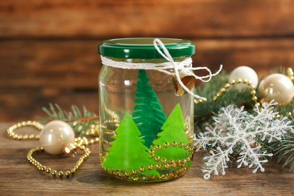 17 Snow Globe Crafts for Kids | You don't have to celebrate Christmas to enjoy these winter-themed snow globe activities! If you're looking for easy DIY crafts you can enjoy at home or in the classroom with your kids and/or students, this is a great post to bookmark. We're teaching you how to make snow globes with items you already have on hand like mason jars and water bottles, and we've curated tons of art projects to try, including adorable photo snow globes you can give as gifts!