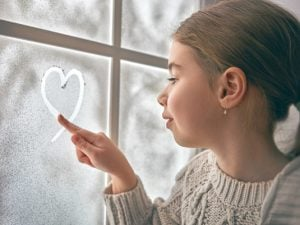 22 Snow Day Activities for Kids   If you're looking for fun and easy activities for toddlers, for preschoolers and kindergarteners, or for kids in elementary school that will get them physically moving while also keeping their brains busy when cabin fever strikes, this is a great list of things to do! From indoor activities designed to burn energy, to independent art projects that will allow you a little time to decompress, these are great boredom busters! #snowday #snowdayactivities #boredkids