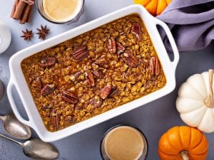 33 Baked Oatmeal Recipes   If you're looking for healthy breakfast ideas that will make you feel full, support your weight loss goals, and that you can make ahead of time as part of your weekly meal prep routine, this post is for you! Whether you like to eat a low carb or low calorie diet, we've curated tons of ideas that are easy to make, high in protein, and taste delicious. From banana, strawberry, peach, and blueberry, to peanut butter and chocolate, these are delicious!