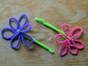 24 Pipe Cleaner Crafts for Kids | Whether you're looking for easy toddler activities to try at home, or more involved crafts you can enjoy in the classroom and/or on weekends, these piper cleaner crafts will not disappoint! We've included simple ideas for spring, summer, fall, and winter, along with DIY step by step options for older kids. We're even sharing how to make pipe cleaner dream catchers! #pipecleanercrafts #pipecleaneractivities #kidscrafts